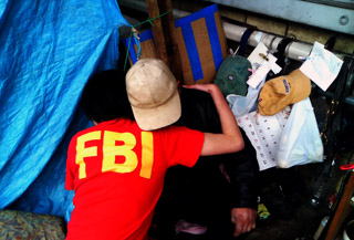 感動のシーン。ちなみに、感人先生は酔っ払うと「俺は昔FBIで働いていた」とのたまいます。